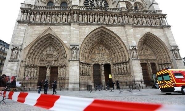 Notre-Dame Suicide