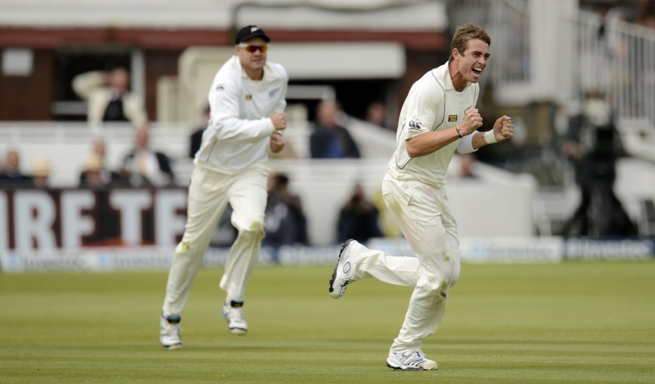 Tim Southee and Peter Fulton (L)
