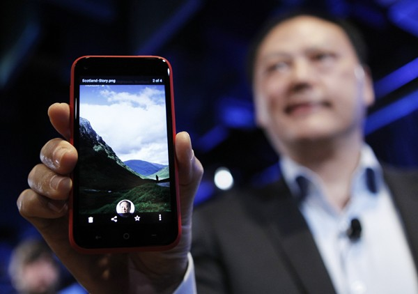 HTC Executive Exit as First Delayed in UK
