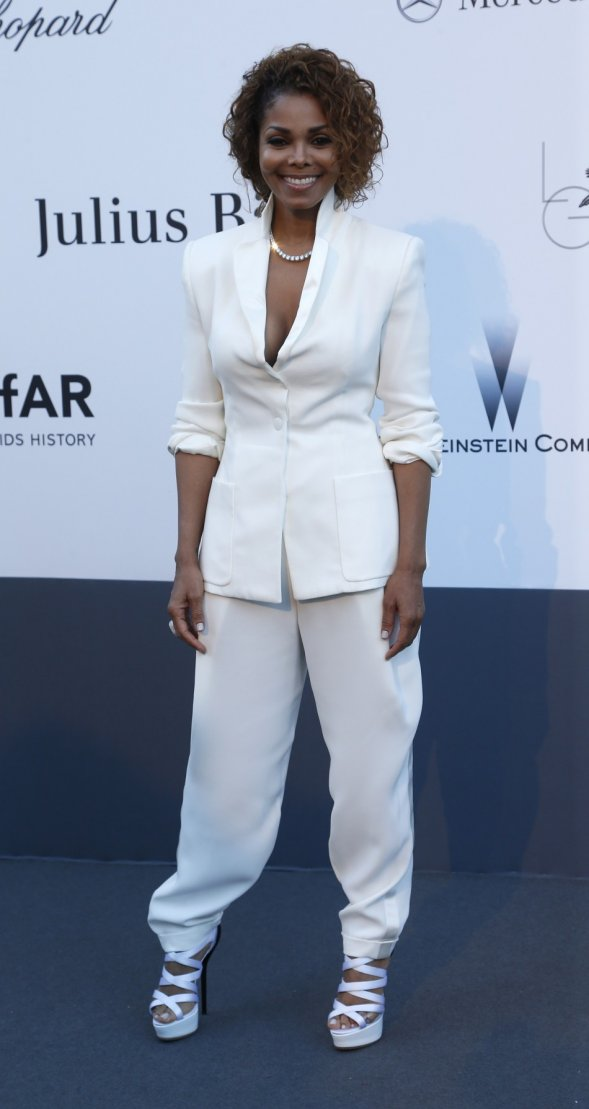Janet Jackson rocks the sophisticated chic look