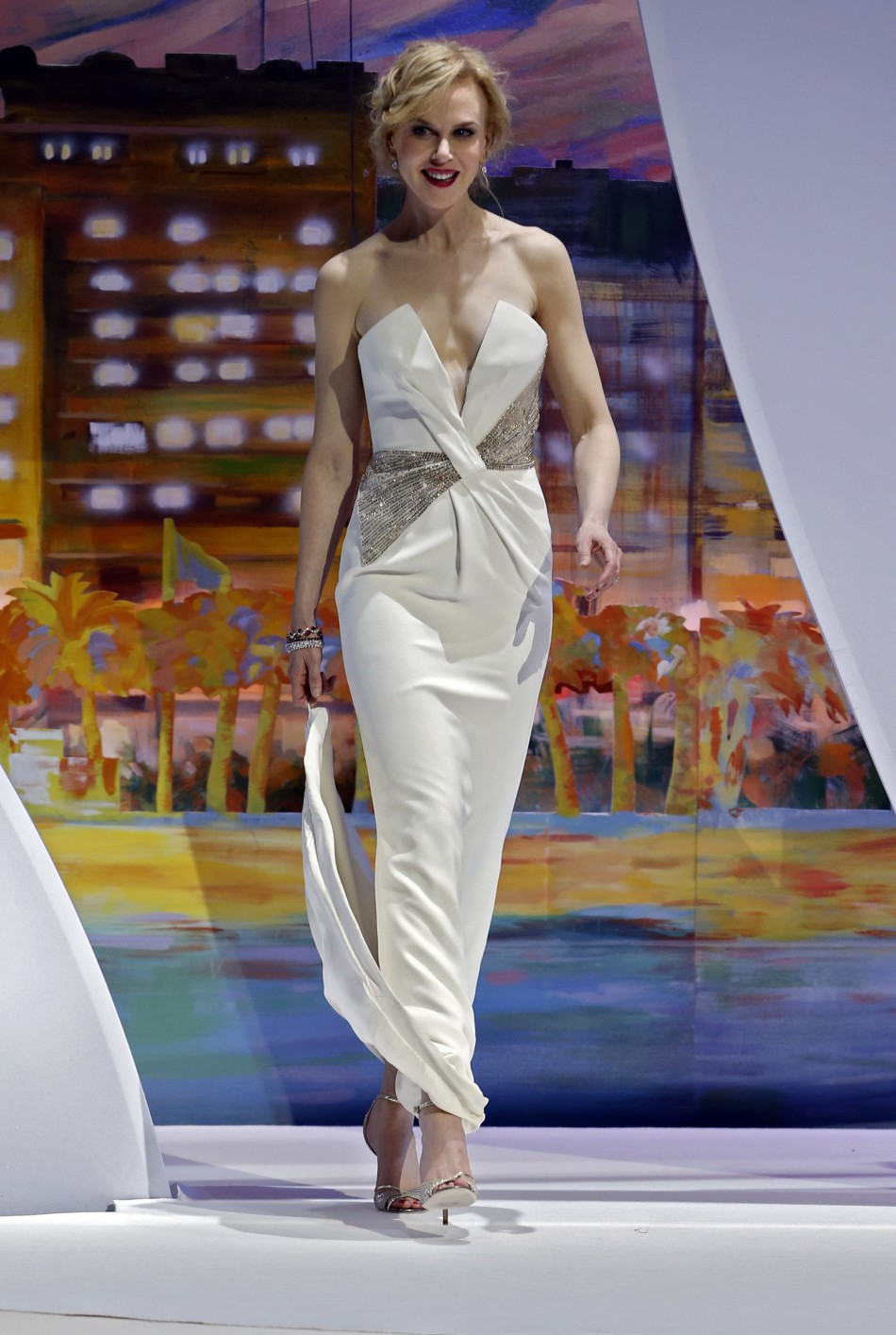 Nicole Kidman in a Giorgio Armani custom-made bustier white silk gown
