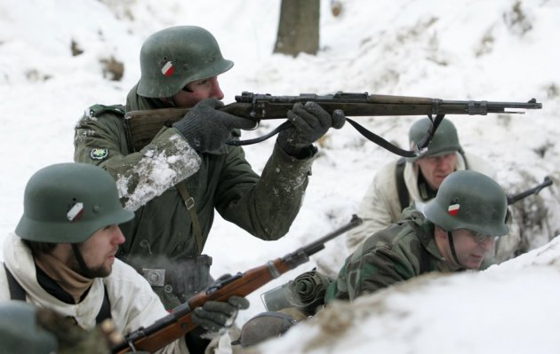Russian actors play Wehrmacht troops for a Russian film.