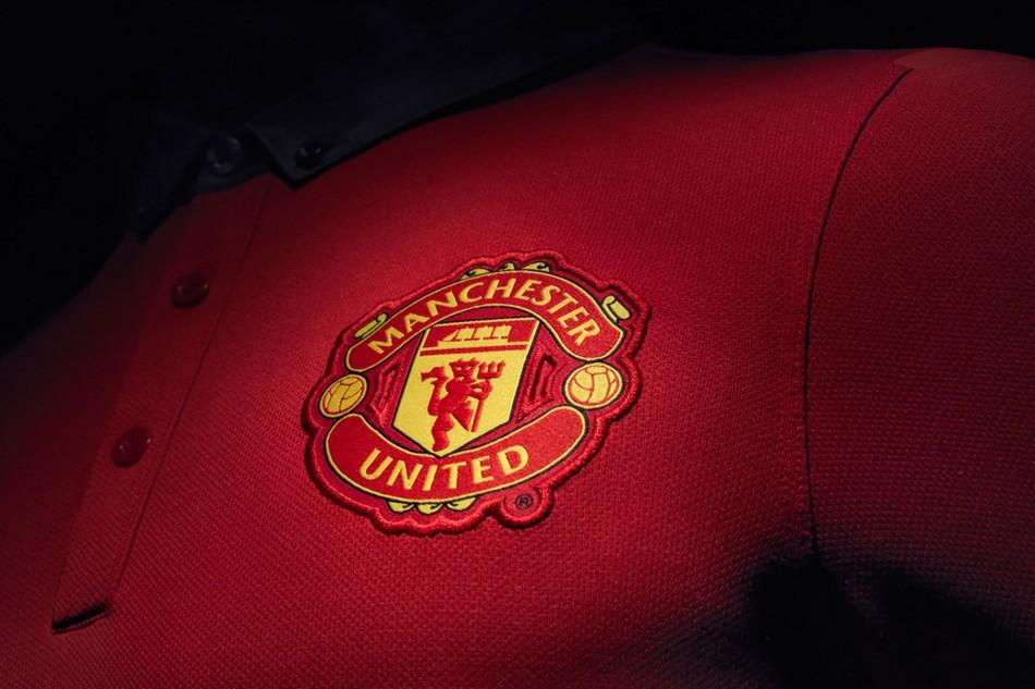 Manchester United 201314 home kit - crest