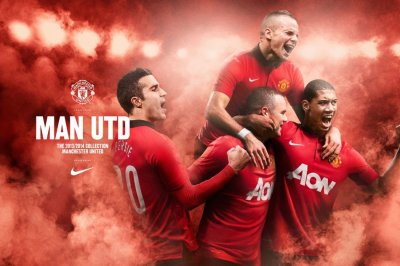 Manchester United 201314 home kit