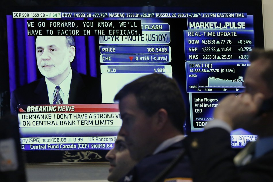 Traders work as a press conference by Federal Reserve Chairman Ben Bernanke is seen on a television on the floor of the New York Stock Exchange (Photo: Reuters)