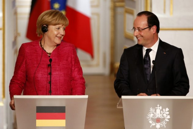 France's President Francois Hollande (R) and German Chancellor Angela Merkel attend a joint news conference at the Elysee Palace in Paris, May 30, 2013 (Photo: Reuters)