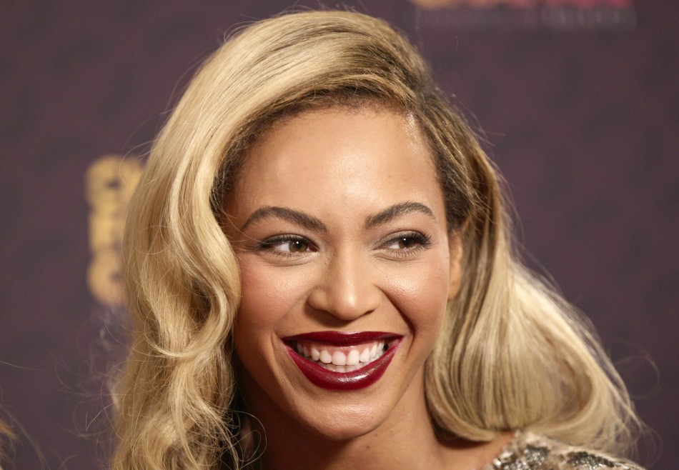 Beyonce Featured in New L'Oréal Paris Lipstick Commercial/REUTERS