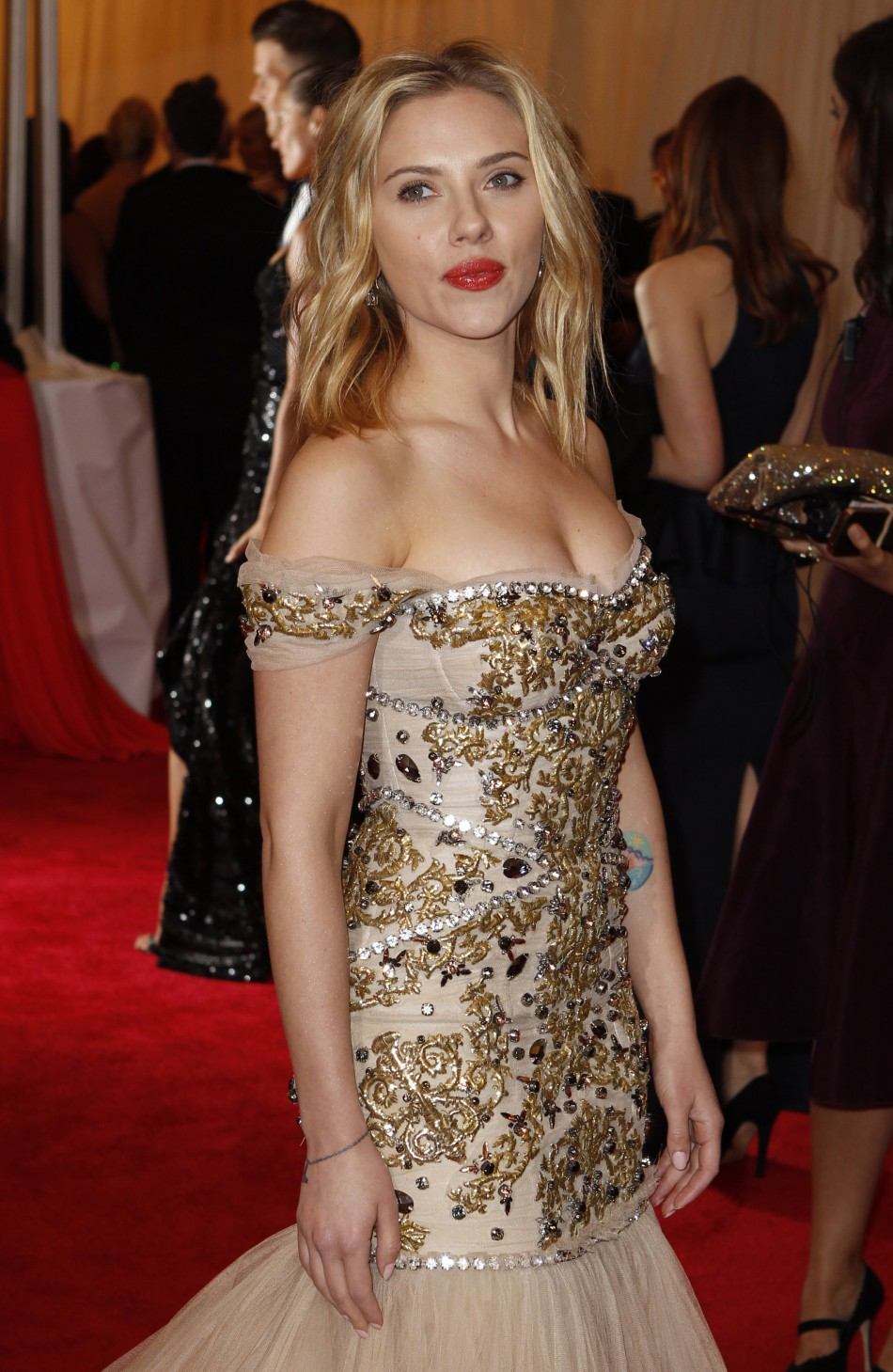 Scarlett Johansson is to sue the author of a French novel in which a doppleganger of the actress features.