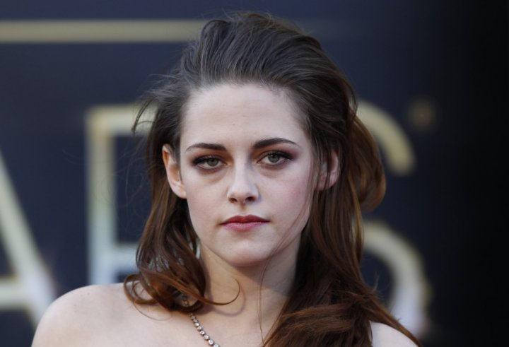 Kristen Stewart will start shooting her new film Camp X-Ray in July. She plays a female soldier stationed in Guantanamo Bay who bonds with one of the prisoners