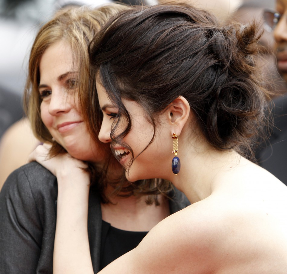 Selena Gomez (R) hugs her mother Mandy Cornett