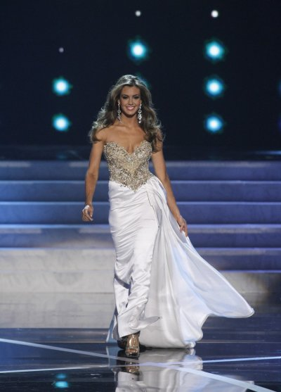 Miss Connecticut Erin Brady competes in the evening gown portion of the Miss USA pageant at the Planet Hollywood Resort and Casino in Las Vegas, Nevada June 16, 2013.