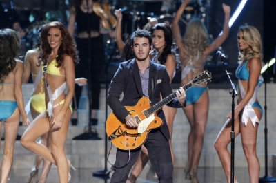 Kevin Jonas C of the Jonas Brothers performs during the Miss USA pageant at the Planet Hollywood Resort and Casino in Las Vegas, Nevada June 16, 2013.