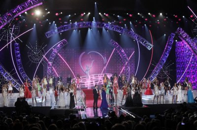 Miss USA contestants and show hosts Nick Jonas of the Jonas Brothers and Giuliana Rancic, co-anchor of E News, take the stage during the Miss USA pageant at the Planet Hollywood Resort and Casino in Las Vegas, Nevada June 16, 2013.