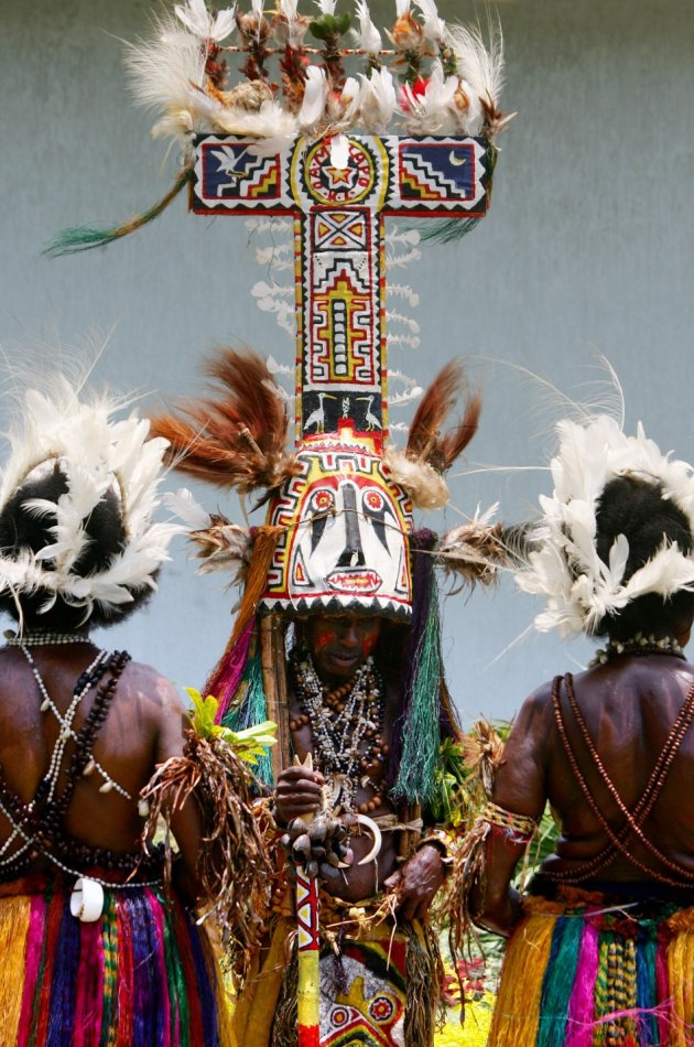 Traditionally dressed Papua New Guinean dancers /reuters
