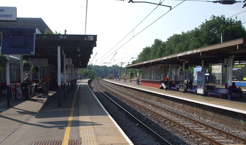 The deaths occurred near Elstree and Borhamwood station (WikiComms)