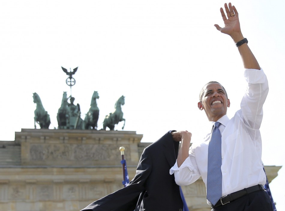 US President Barack Obama waves after giving a speech in front of the Brandenburg Gate in Berlin