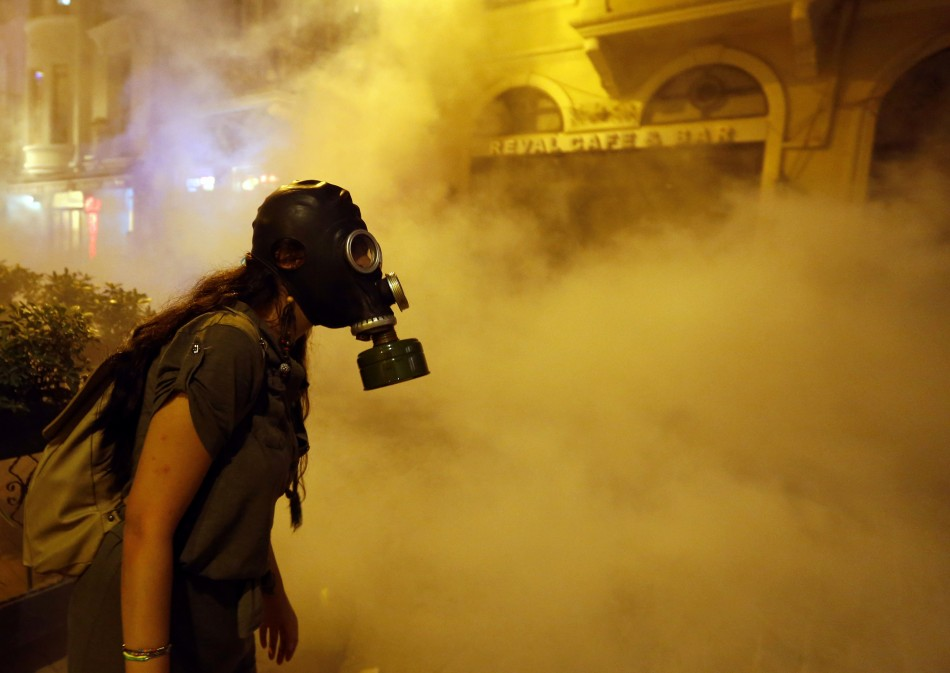 Fresh unrest in Turkey as police and protesters clash