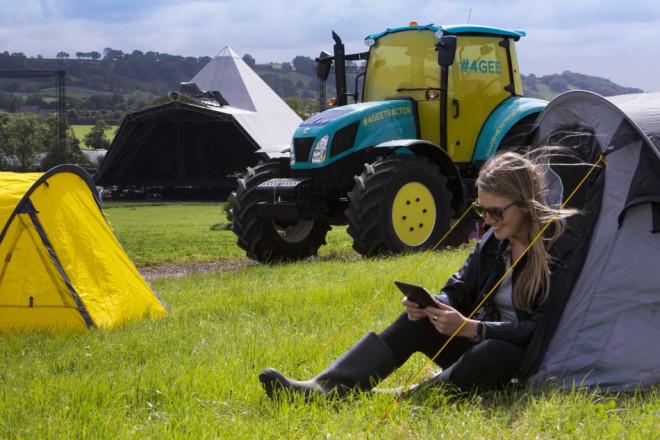 EE 4G tractor