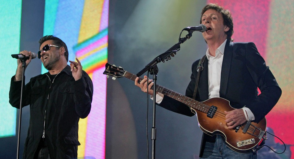 Paul McCartney and George Michael (L) perform at the Live 8 concert in Hyde Park in London, July 2, 2005.