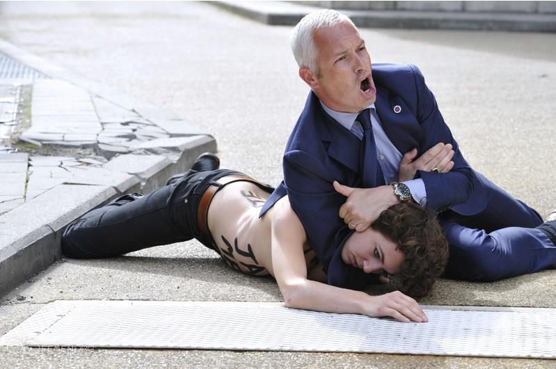 Femen topless Tunisia