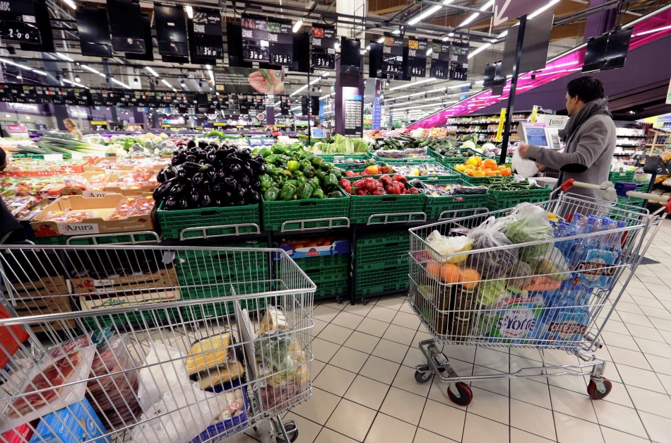 French consumer spending rose 0.5% in May, 2013