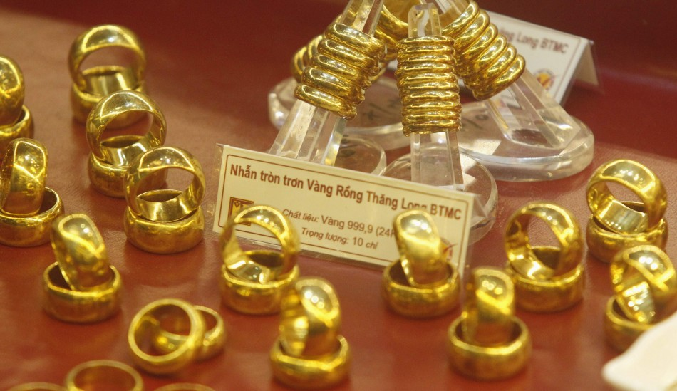 Gold Prices Tank to 3-Year Low As US Stimulus Cut Fears Deepen
