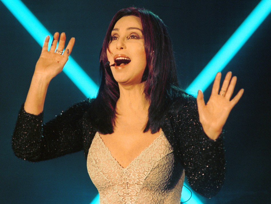 Cher reveals lesbian fling, says Tom Cruise was in her 'top five' best lovers/REUTERS