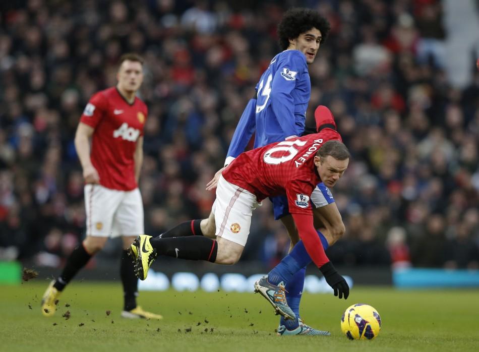 Wayne Rooney (L) and Marouane Fellaini