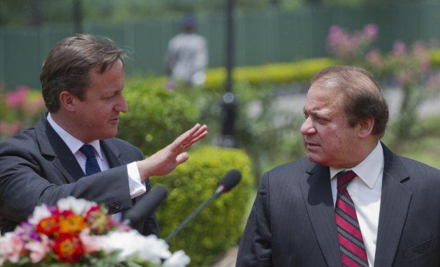 David Cameron (l) and Pakistan PM Naswaz Sharif