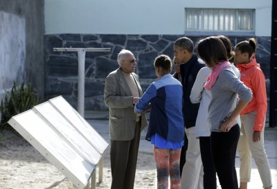 Obama with wife Michelle and daughters Natasha and Malia Ann