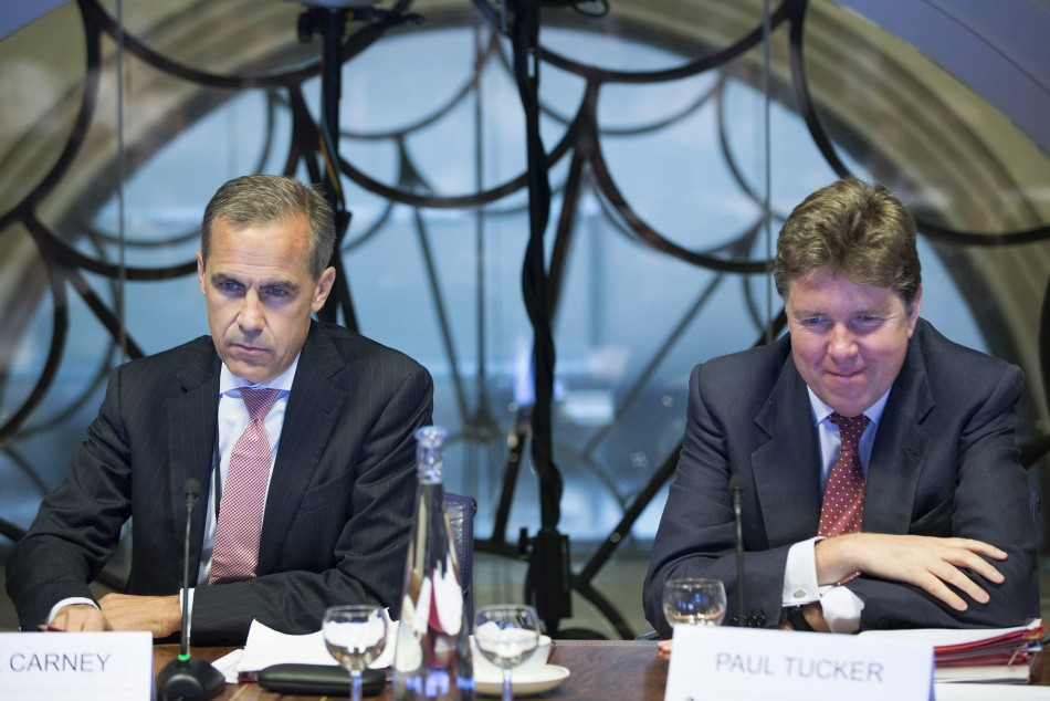 Mark Carney (L), the governor of the Bank of England, and Paul Tucker, outgoing deputy governor at the Bank of England listen, during a monetary policy committee (MPC) briefing on Carney's first day at the central bank's headquarters in London July 1, 201