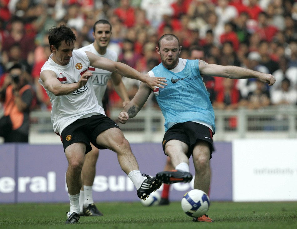 Gary Neville (L) and Wayne Rooney