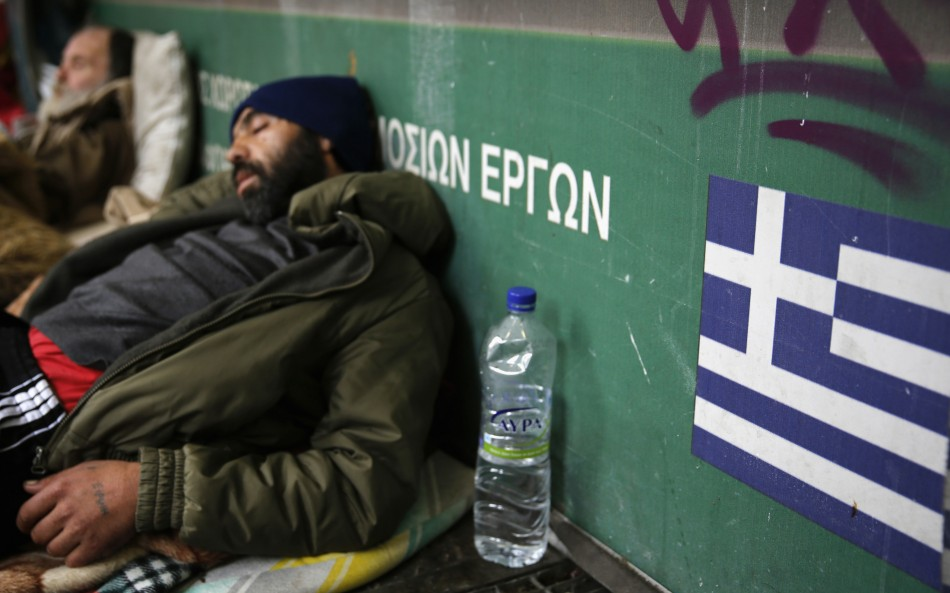Homeless men sleep by the entrance of a metro station in central Athens January 21, 2013 (Photo: Reuters)
