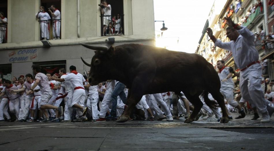 Spain Pamplona Bull Run Festival Begins Video Photos