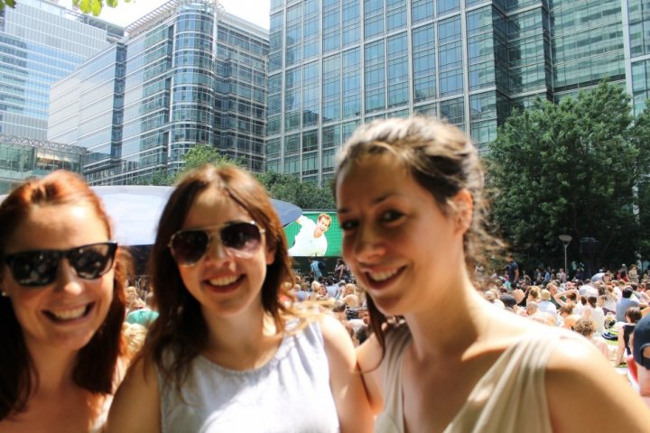 Fans gather at Canary Wharf to see Murray try and make Wimbledon history