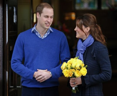 Prince William leaves the King Edward VII hospital with his wife Catherine, Duchess of Cambridge, London December 6, 2012.