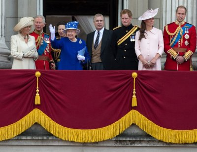 Queen Elizabeth 4th L stands on the balcony of Buckingham Palace with Camilla, Duchess of Cornwall L, Prince Charles 2nd L, Princess Anne 3rd L, Prince Andrew 4th R, Prince Harry 3rd R, Prince William R and Catherine, Duchess of Cambridge af