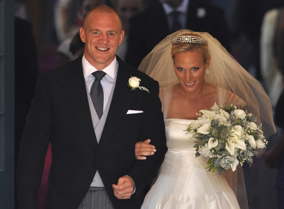 Zara Phillips (r) and Mike Tindall on their wedding day