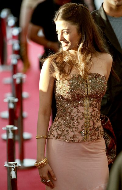 Indian actress and former Miss World Aishwarya Rai arrives at the MTV Asia Awards in Singapore January 24, 2003. The annual show pays tribute to some of the musicians popular in the region, and were chosen by ballot from members of the public.