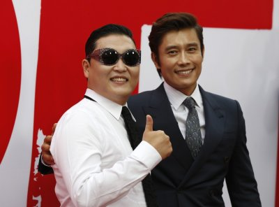 Cast member Lee Byung-hun of South Korea R poses with his compatriot and singer Psy at the premiere of the film Red 2 in Los Angeles, California July 11, 2013.