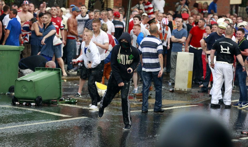Loyalists clash with police in north Belfast