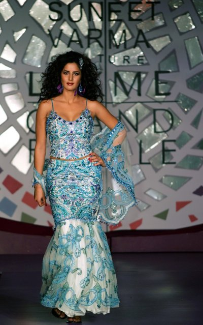 Kaif presents a new creation by Indian designer Suneet Verma during a fashion show to launch Lakme mosaic winter collection 2005 in Mumbai October 8, 2005.