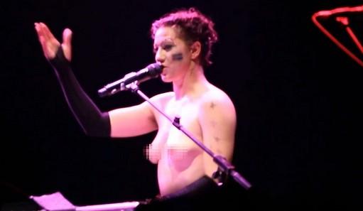 Amanda Palmer sings at London's Roundhouse