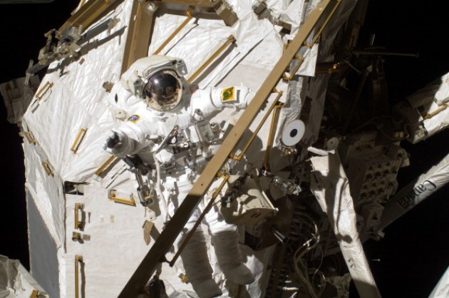 Nasa aborts space walk