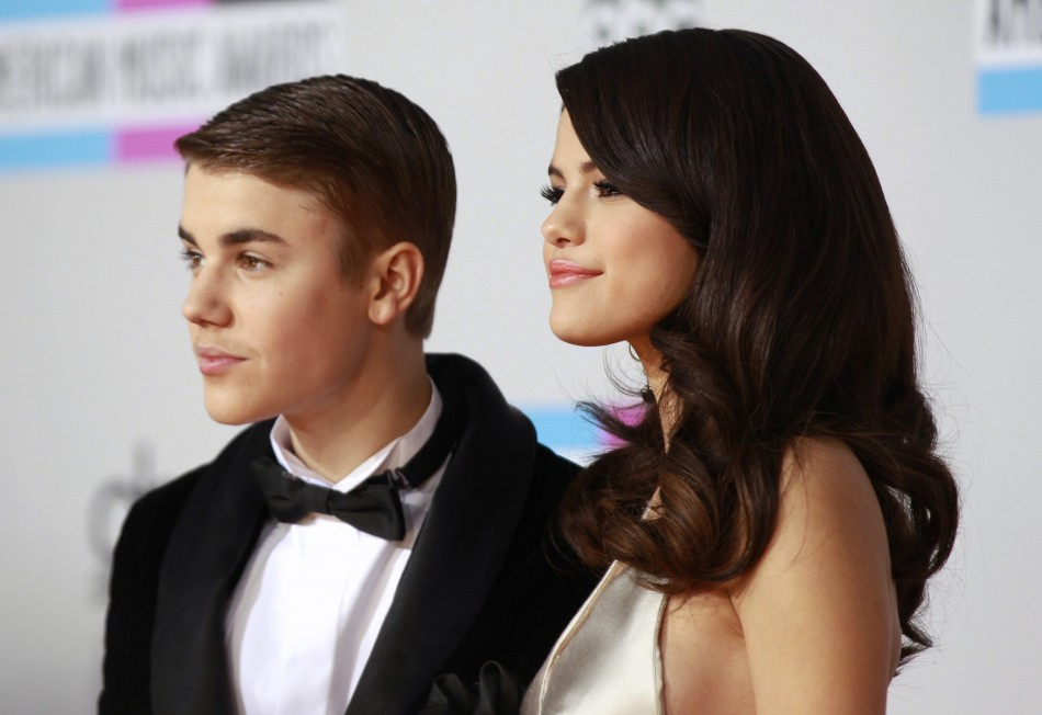 Justin Bieber (L) and Selena Gomez