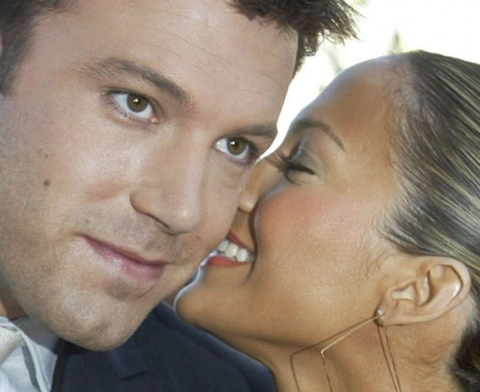 Jennifer Lopez (L) and Ben Affleck