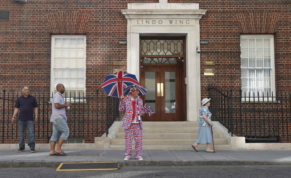 Outside St. Marys Hospital Where Duchess is in Labour