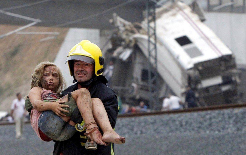 Spain train crash: police waiting to question driver