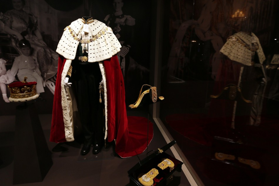 Hand Carried Chair >> Dresses from the Queen's Coronation Day go on Show at Buckingham Palace [PHOTOS]