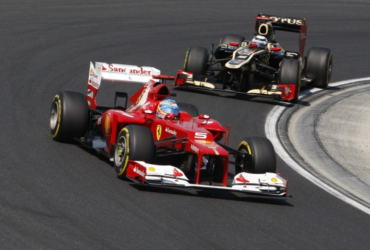 Fernando Alonso [Ferrari] and Kimi Raikkonen [Lotus-Renault]